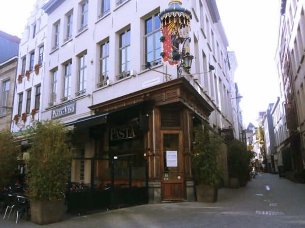 Old Antwerp corner bldg Fotor