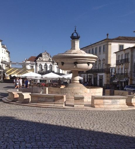 Évora Fonte Henriquina - Praça de Giraldo
