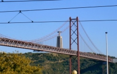 Vinte Cinco d'Abril Suspension Bridge and Christ the King